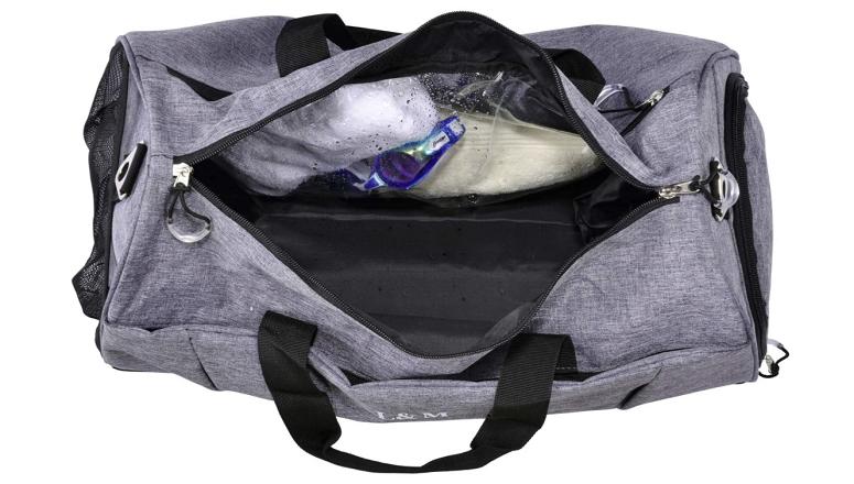 Gym bag with wet pocket