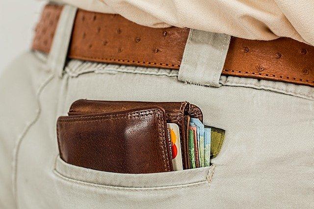 Use a Money Belt in Paris